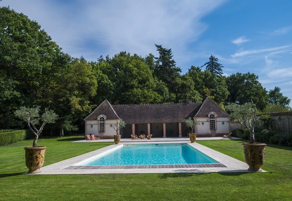 Piscine – location vacances – Château des Grotteaux
