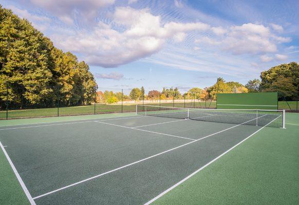 Terrain de tennis – location vacances – Château des Grotteaux